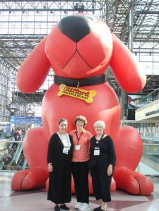 Kathleen, Vicky and Elizabeth with Clifford at BEA 2009