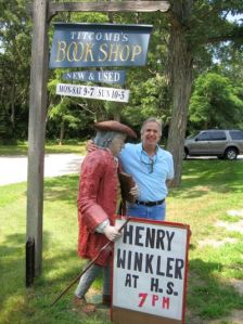 henry winkler with statue